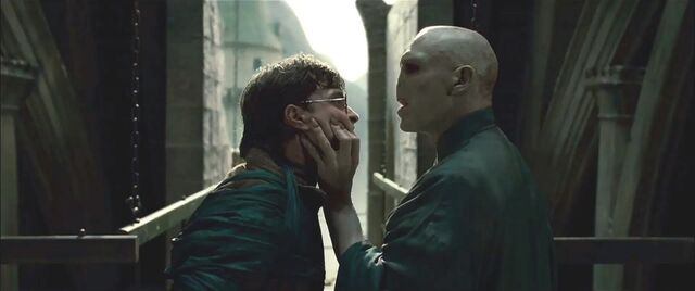 File:Harry-Potter-and-the-Deathly-Hallows-2.jpg