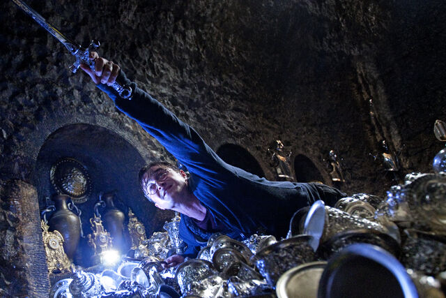 File:DH2 Harry Potter in Bellatrix Lestrange's vault.jpg
