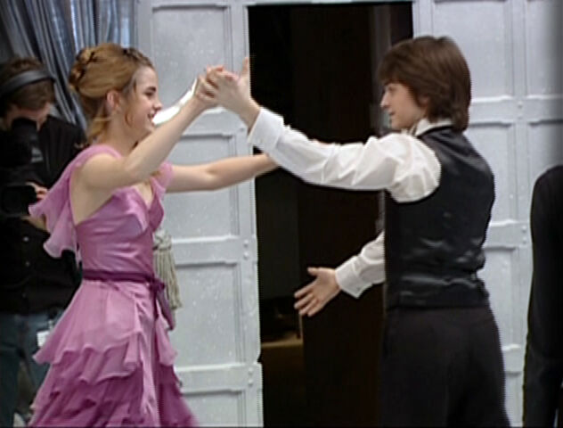 File:HP4 Harry and Hermione dance.jpg