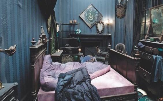 File:Regulus bedroom DH.jpg