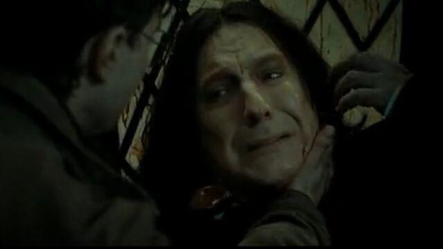 Bestand:Snape dies.jpg