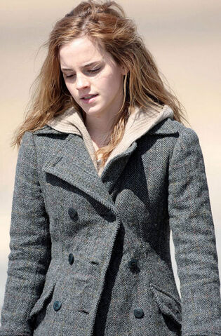 File:Emma Watson as Hermione Granger (Deathly Hallows).jpg