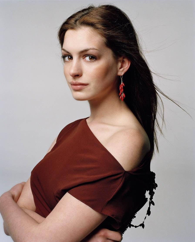 Anne-Hathaway-anne-hathaway-548772 896 1112.jpg