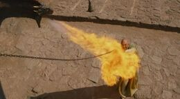 Drogon quema a Kraznys HBO.jpg