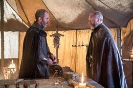 Stannis Davos campamento HBO.jpg