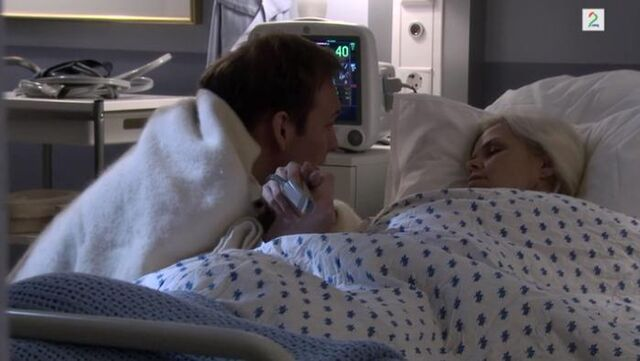 Fil:Mie og Albert på sykehuset.jpg