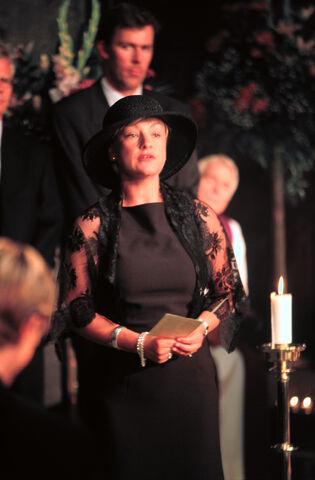 Fil:Begravelse017 27277.jpg