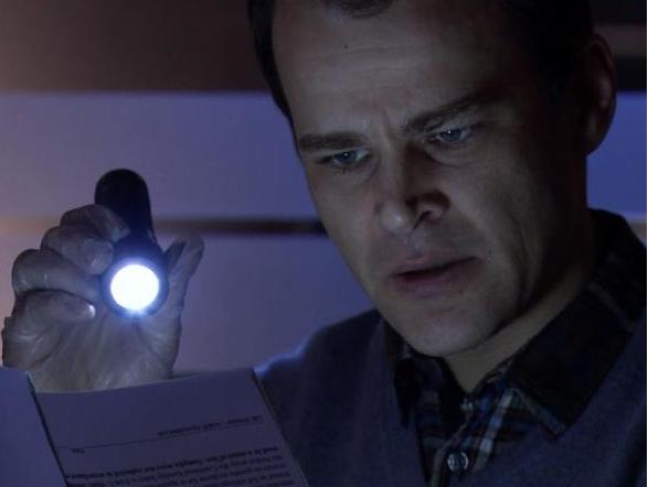Fil:Erik finner DNA-prøve.png