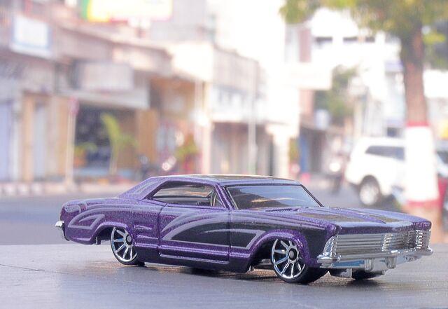 File:64 Buick Riviera.jpg