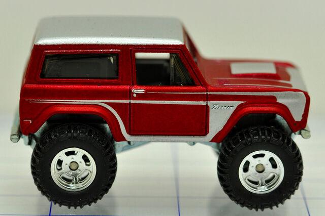 File:77-ford-bronco-red-hw (2).jpg