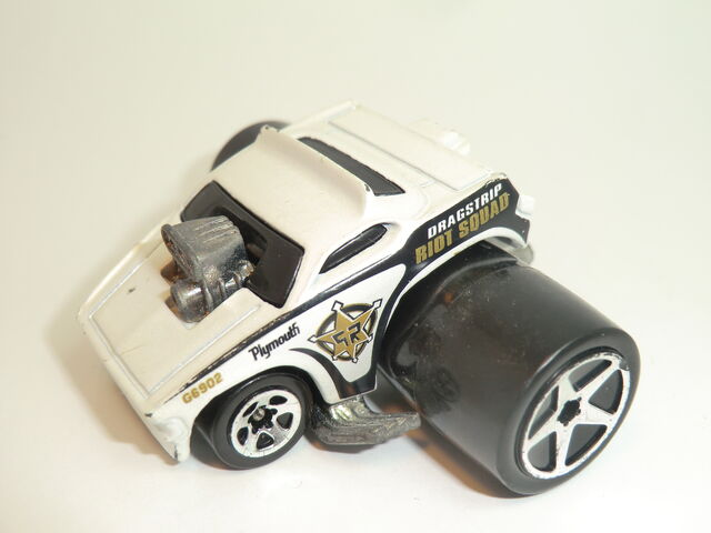 File:Plymouth Barracuda (Fatbax) 2005 Roll Patrol 5-Pack .JPG