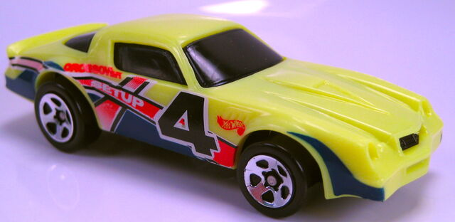 File:Camaro Z28 lime yellow plastic body black metal base figure 8s 5 pack 1998.JPG