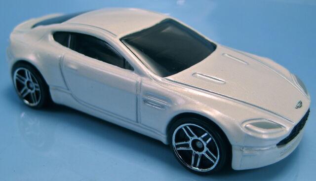 File:Aston Martin V8 Vantage pearl white.JPG