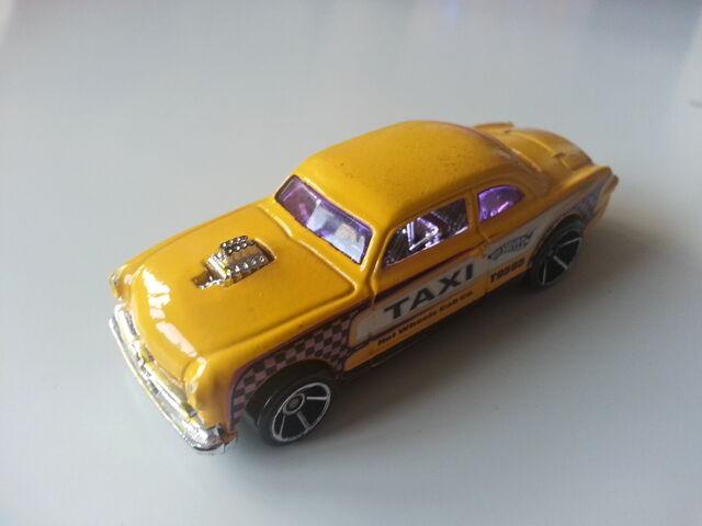 File:Shoe Box taxi amarillo jdmike.jpg