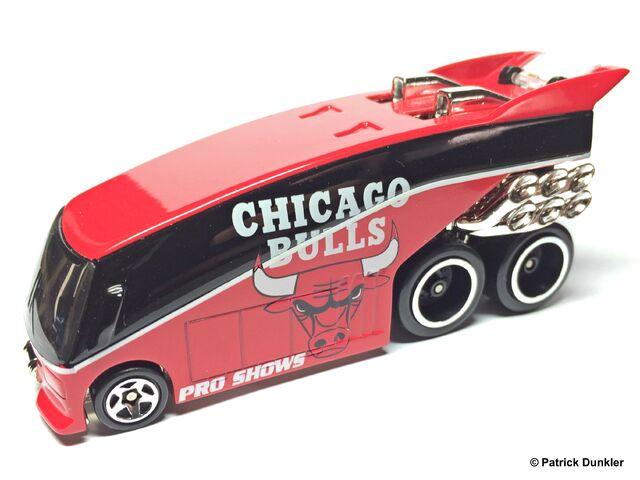 File:HW NBA Pro Show Chicago Bulls loose.jpg