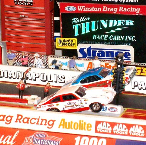 File:HW BILL JENKINS GRUMPYS TOY XI 1974 CHEVY VEGA PRO STOCK VS SOX MARTIN 73 DUSTER (3) - Copy.JPG