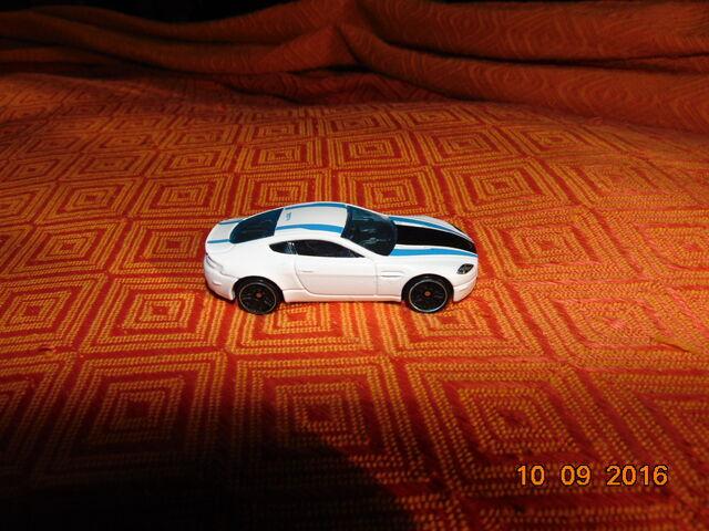 File:Aston martin v8 vantage.JPG