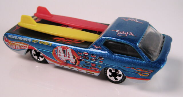 File:Toy fair deora.JPG