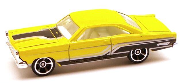 File:Fairlane muscle yellow.JPG