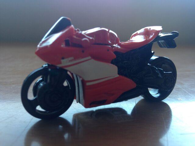 File:Ducati1199PanigaleDHR38.jpg