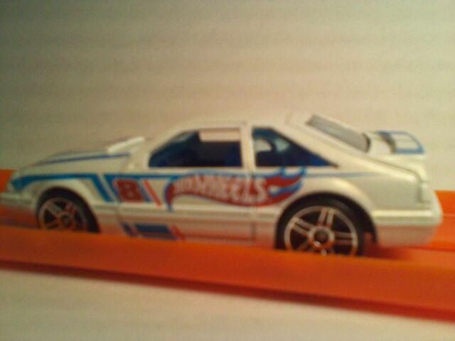 File:2011 HWR '92 Ford Mustang-White2.jpg