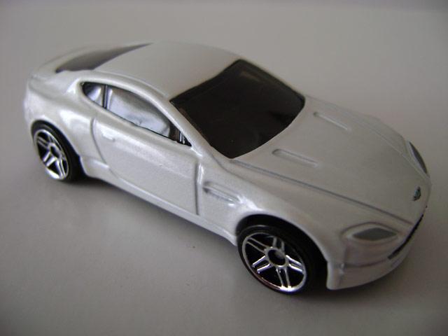 File:Astonmartin.white.jpg