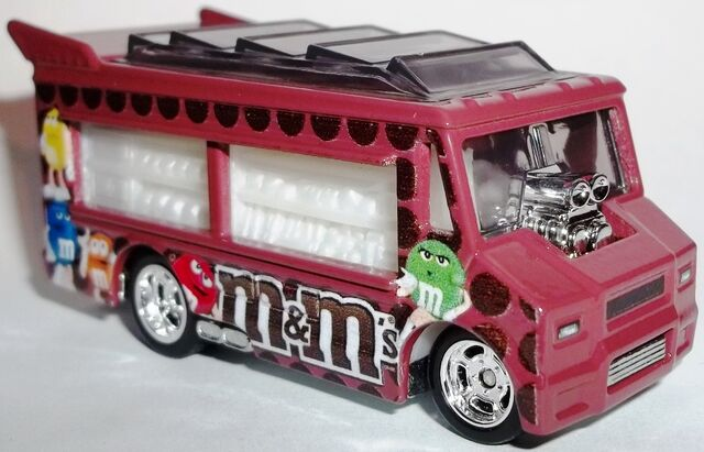 File:2013-Mars-Smokin' Grille-M&M's-Right side.JPG