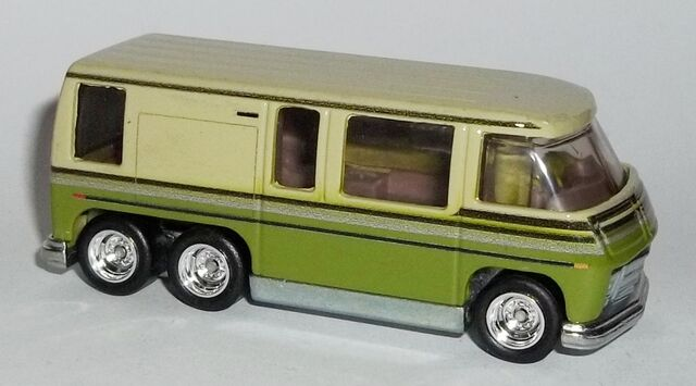 File:HW-Retro Entertainment-GMC Motorhome-Stripes.JPG