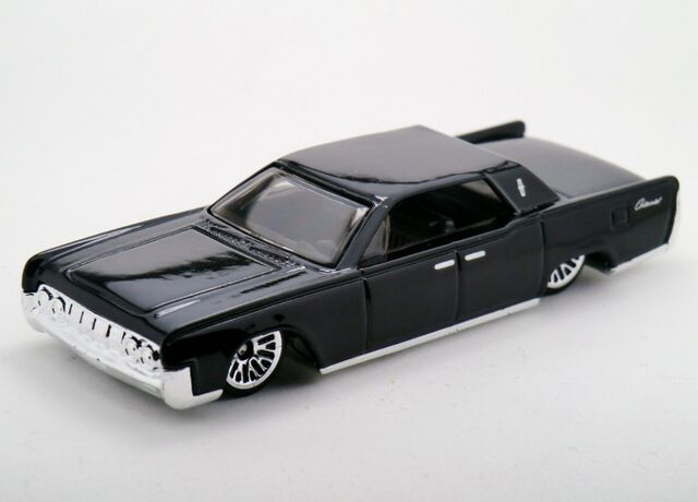 File:'64 Lincoln Continental-2015 James Bond Series.jpg