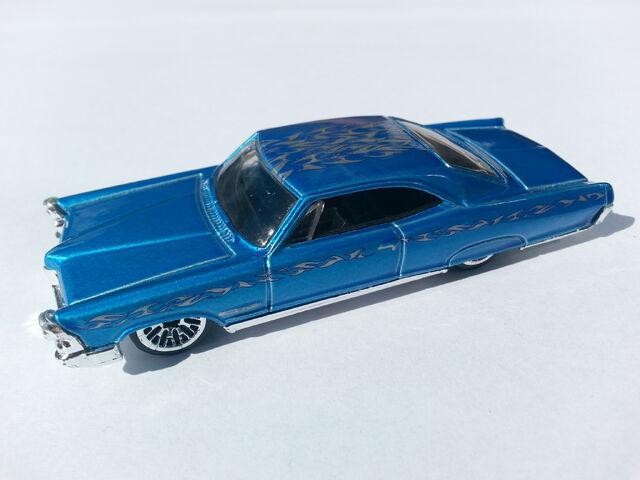 File:'65 Pontiac Bonneville side.jpg