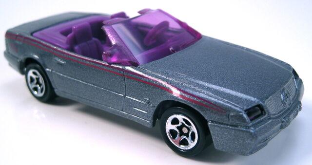File:Mercedes 500SL grey purple interior glass 5sp europe only.JPG