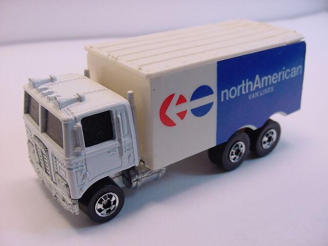 File:1980 hiway hauler noerthAmerican-large van lines HK BW.jpg