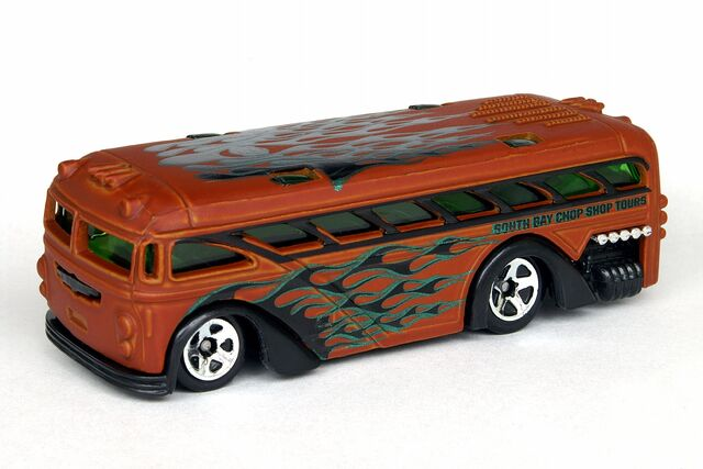 File:HWCW Surfin' School Bus - 6973cf.jpg