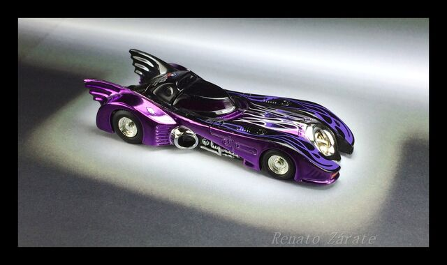 File:BATMOBILE 1989 DREAM HALLOWEEN CAAF 2013.JPG
