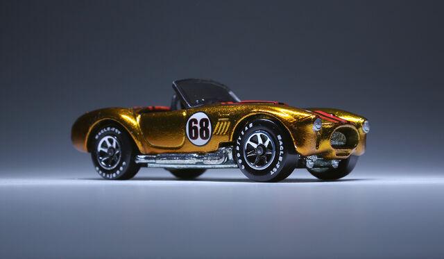 File:Shelby Cobra 427 (spectraflame gold).jpg