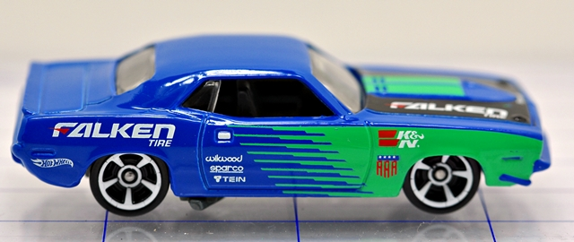 File:70-plymoth-aar cuda-blue-falken-hw.JPG