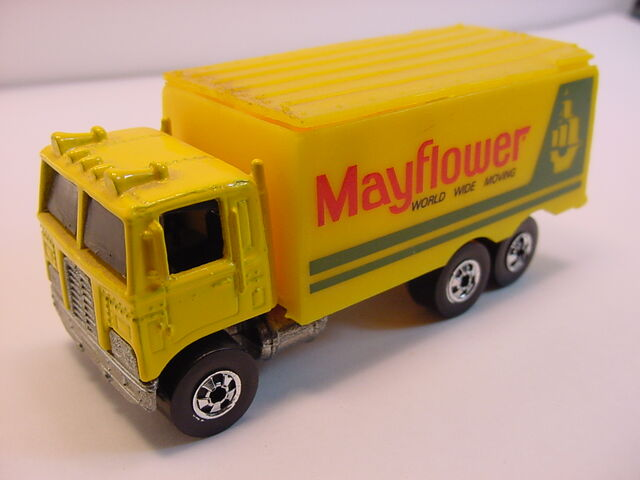 File:1984 Yellow Mayflower hiway hauler.jpg