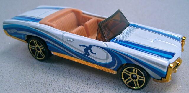 File:'67 Pontiac GTO convertible kroger sunburnerz 2013.JPG