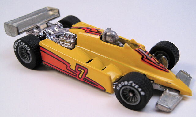 File:Turbo Streak yellow grey hubbed real riders metal MAL base.JPG