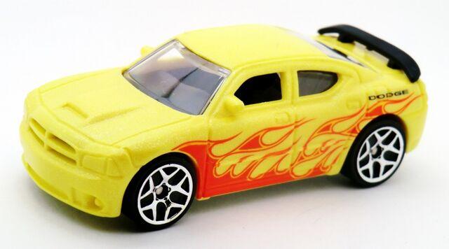 File:Dodge Charger SRT8-2014 Color Shifters Warm.jpg