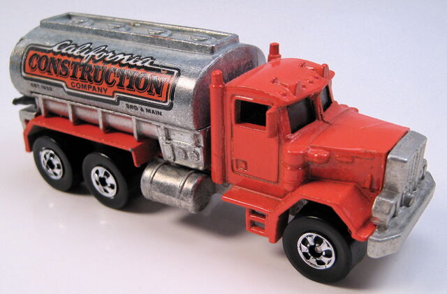 File:Peterbuilt tank truck orange BW, unpainted tank, metal MAL base.JPG