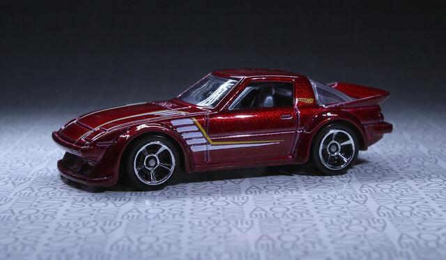 File:Mazda RX-7 (2014 Multipack-Rollcage).jpg
