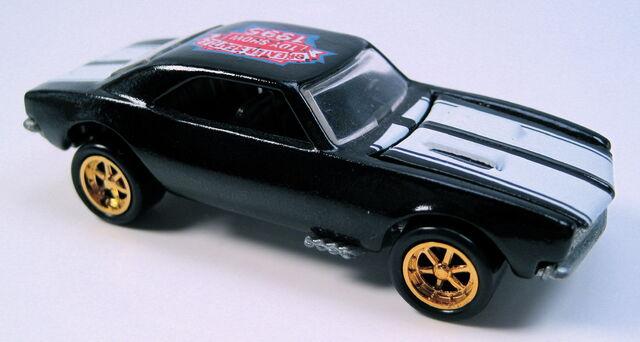 File:67 Camaro Seattle Toy Show.JPG
