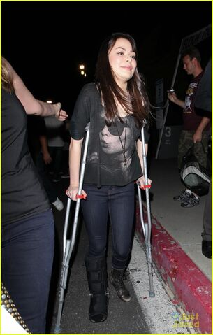 File:Miranda-cosgrove-foo-fighters-02.JPG