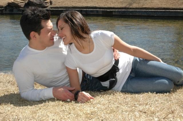 File:Romantic couple7.jpg