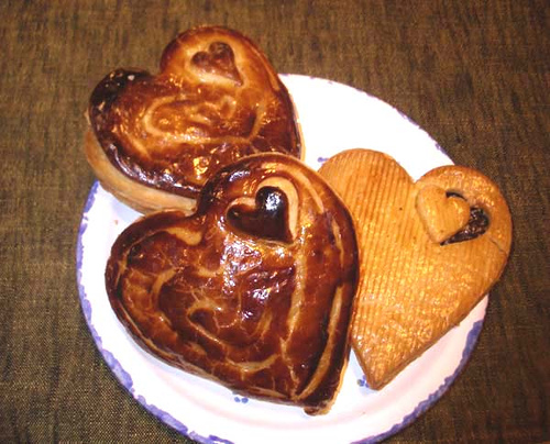 File:Heart-shaped chocolate pie and cookie!.jpg