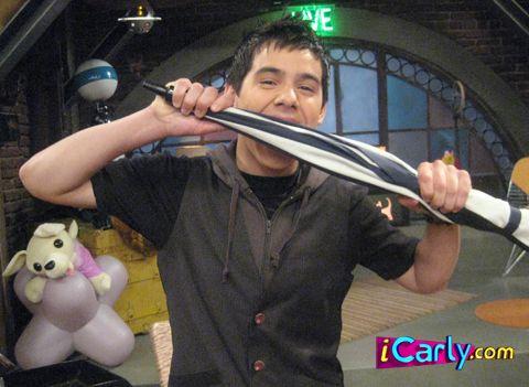 File:David bites an extra large umbrella!.jpg