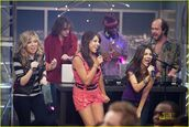 I-party-victorious-kenan-04