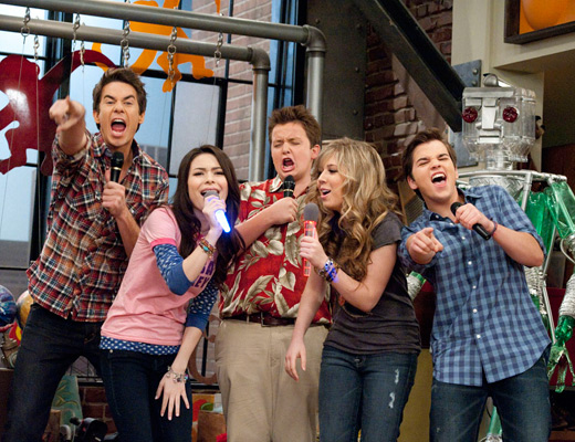 File:Icarly-cast-on-iparty.jpg