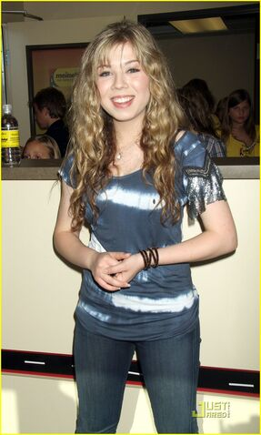 File:Jennette-mccurdy-ep-out-today-05.jpg